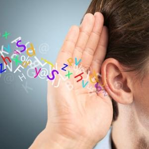 Hallás